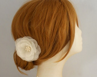 Freshwater Pearl Bridal Hair Flower, Wedding Hair Flower, Bridal Hair Piece,  Fall Wedding Bridal Flower, Ivory Bridal Hair Clip, Pure Silk