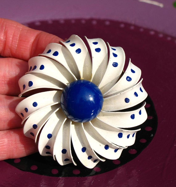 Vintage 60s Mod / Mad Men / White and Royal Blue / Enamel Brooch / Floral / with Polka Dots