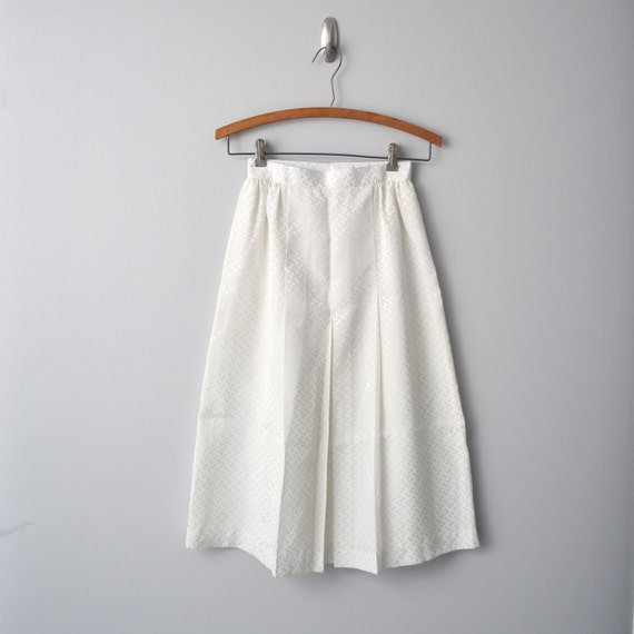 V i n t a g e super white SKIRT, light fabric, waist size 23""