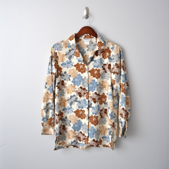 V i n t a g e Floral Shirt size aprox Medium