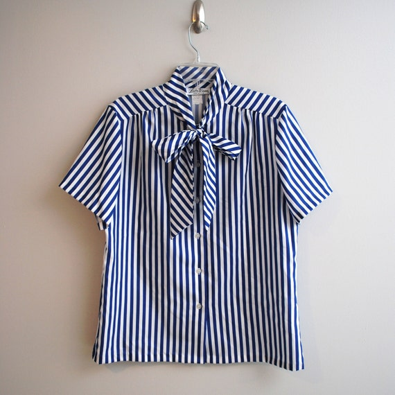 V i n t a g e Blue and White Striped Shirt size Medium to Large