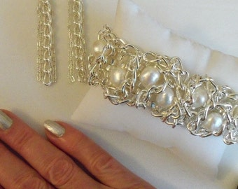 Cultured Freshwater Pearl Silver Chain Infinity Stretch Bracelet