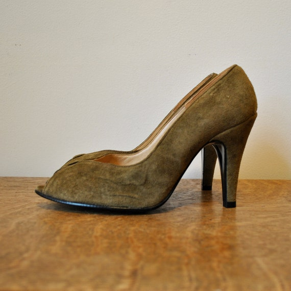 SALE vintage shoes / olive green suede peep toe high heel shoes (size 6.5)