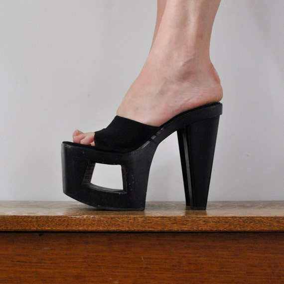 vintage platform shoes in black with cutout (size 7)