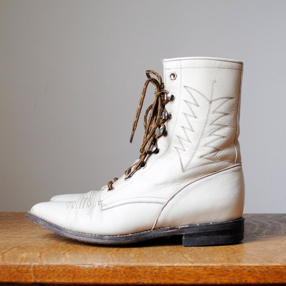 vintage boots / leather lace up cropped boots (size 8.5-9)