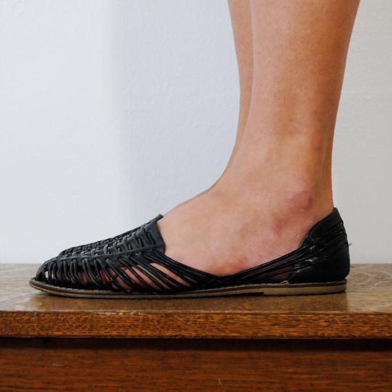 vintage shoes /  leather woven huarache sandals / navy blue (size 9)