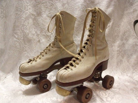 "SALE Antique women roller skates size 6, 10""Length of the bottom .Very strong construction,leather boots,upper and the sole 1914"