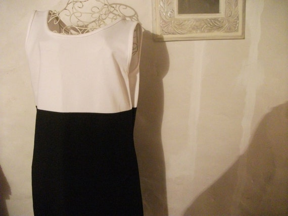 sale---VINTAGE SHIFT DRESS, French, black and white, crease-proof, travel-proof