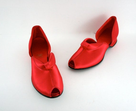 Vintage Red Satin Shoes Genie Slipper Style