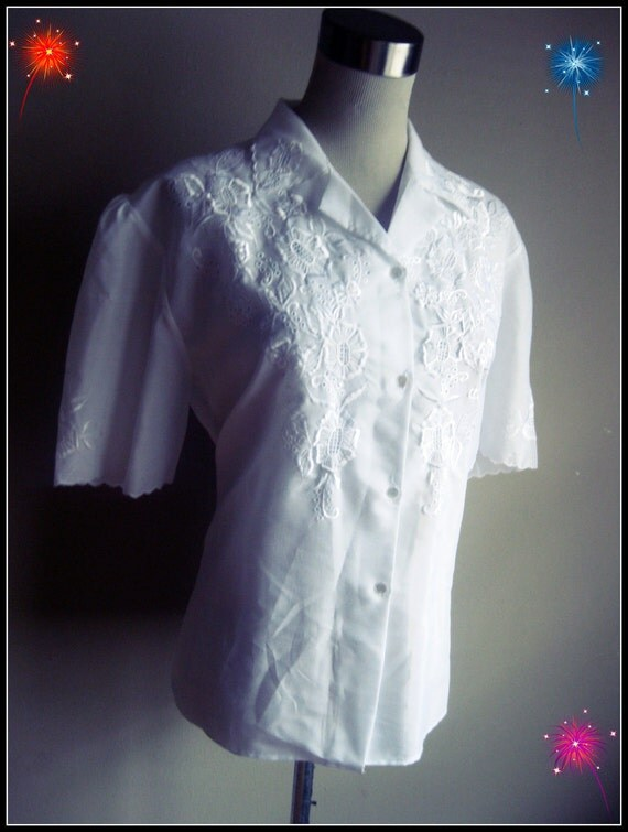 Vintage 70s : Simple Button Down Short Sleeve Blouse with Flower Embroidery