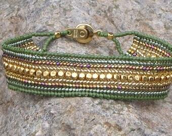 7.25 Inch Olive Green & Gold Beadwork Bracelet - Flat Band Style Bracelet - Beaded Narrow Cuff Style Herringbone - Size Medium