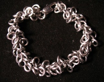 Floppy Shaggy Loops Chain maille Bracelet