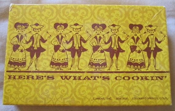 30 Here's What's Cookin' Recipe Cards. Unused Vintage. They say Kissin' Wears Out Cookin Don't