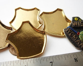 4 Vintage gold tone Shield Brooches HC028.