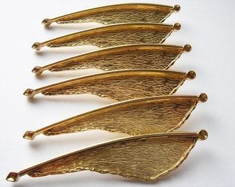 5 vintage gold toned feather like brooches HC064.