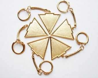 5 Vintage Triangular key chains in gold tone HC119.