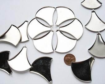 10 Vintage Silver tone papyrus blossom pendant pieces HC122.