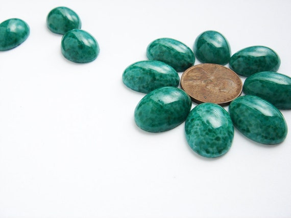 10 large vintage glass faux jade oval cabochons HC149.