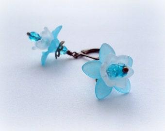 Tiny Sky Blue White Vintage Earrings. Frosted Lucite Flower Earrings. Small Earrings.