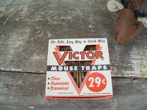Vintage Victor Mouse Traps in Box-GARAGE SALE PRICE
