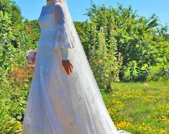 Wedding dress vintage gown lace  poet sleeves gorgeous1970s vintage era
