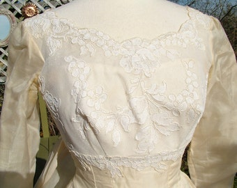 1950s 1960s silk wedding dress with stunning lace appliques ballgown watteau train