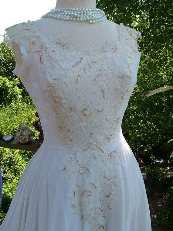Rich Vintage velvet wedding dress 1950s velvet and beaded appliques bridal gown stunning
