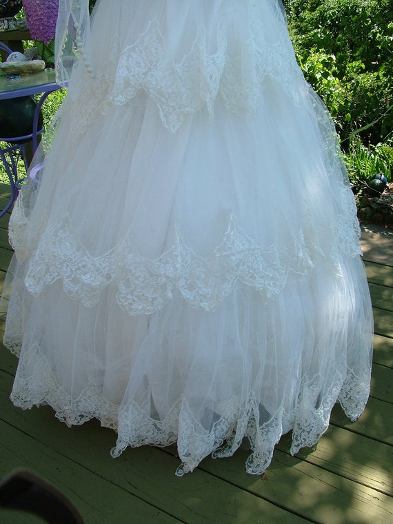Vintage 1950s wedding dress bridal gown gorgeous layers of lace