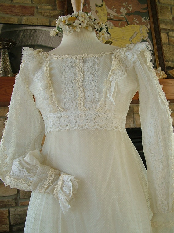 Vintage 1970s wedding dress dotted swiss lace Gunne sax style hippie chic bridal gown