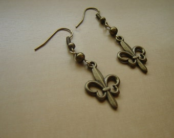 Antique brass fleur de lis earrings
