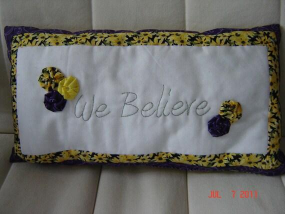 "Decorative Pillow with Yo-Yos ""We Believe"""
