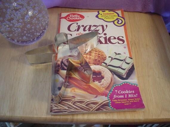 Vintage cookbook with vintage cookie cutter craftsupplies for Kitchen craft baking supplies