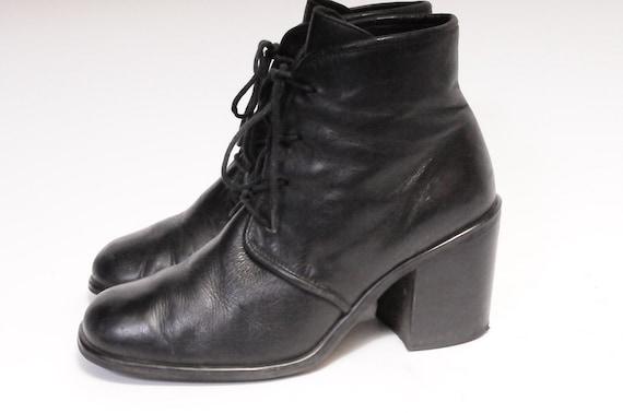 AMANDA SMITH Size: 8 Stacked Heeled boots