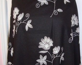"""Lovely Black Cotton Linen blend Pearl White Silver Lurex Floral Crewel Embroidery Fabric 2y 18"""" 55""""W"""