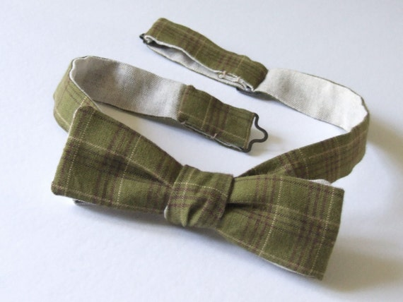mens bowtie, skinny style, green plaid fabric & plain linen fabric on reverse, self tie, freestyle for men.