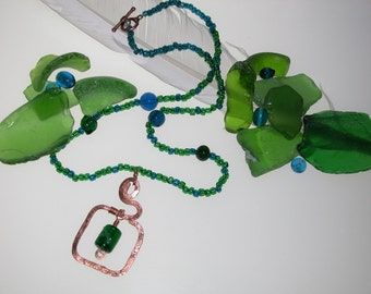 Green punctuation necklace