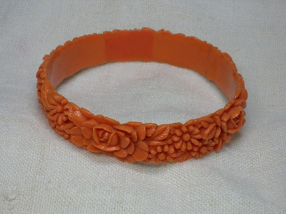 Vintage Bakelite Bracelet: Faux Coral Floral