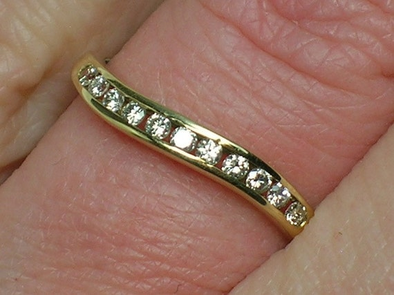 Vintage Diamond Channel Set Band in Gentle Curves, early 90s, 14K