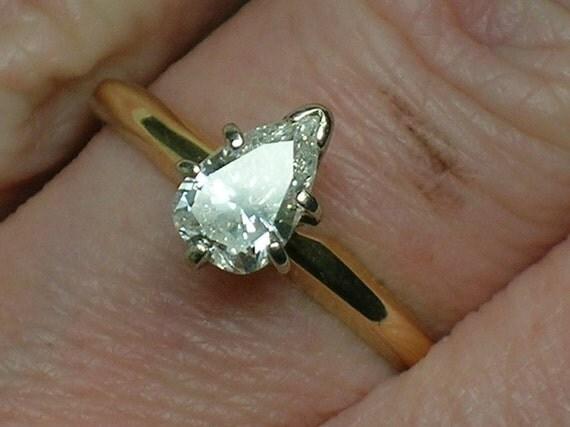 Vintage Engagement Ring: Big Pear Diamond Solitaire, Retro era 1980s
