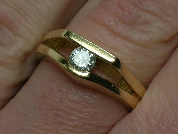 Vintage Diamond Engagement Ring: Modern Abstract Solitaire
