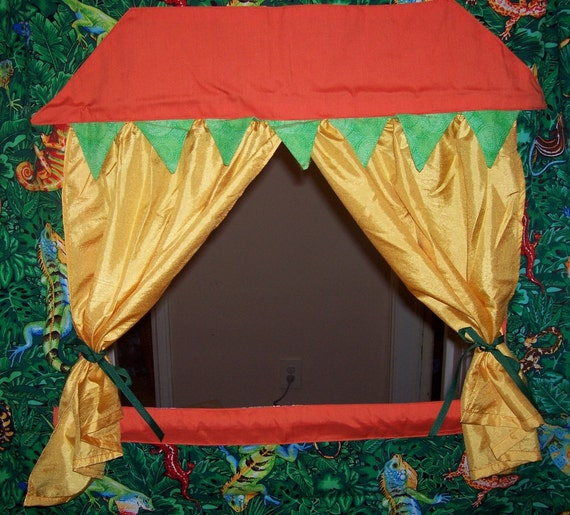 Discovery in the Jungle Doorway Puppet Theater for Imaginative Play