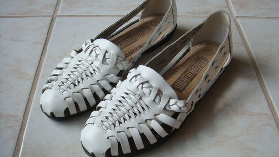 reserved // WHITE LEATHER HURACHES vintage 1980s size 6