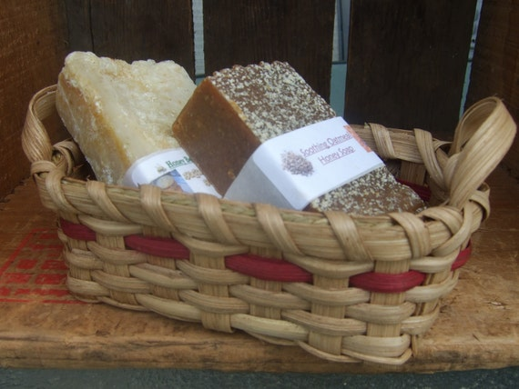 The Little Woven Soap Basket - in dark red-