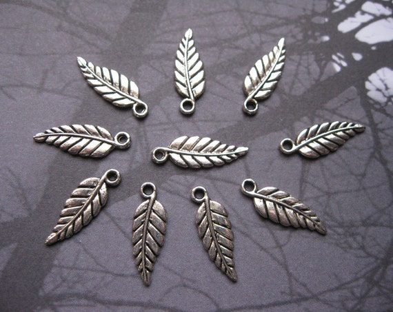 10 Leaves Charms in a silver tone - C1031