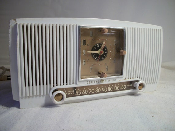 Retro  White AM Alarm Clock Radio by General Electric Works Great