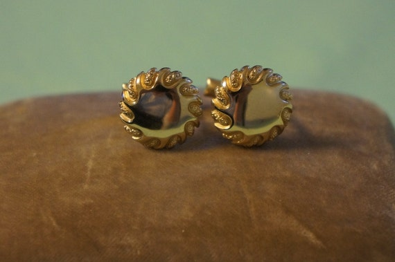 Vintage Gold Tone Round Cuff Links