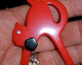 vintage celluloid red arched kitty cat pin rhinestone eye