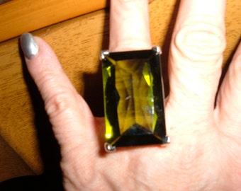 huge faceted clear lime green glass filagreed silver tone ring sz 9