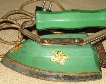 Antique Child's Electric Iron.  Samson-United Co.  Over 70 Years Old