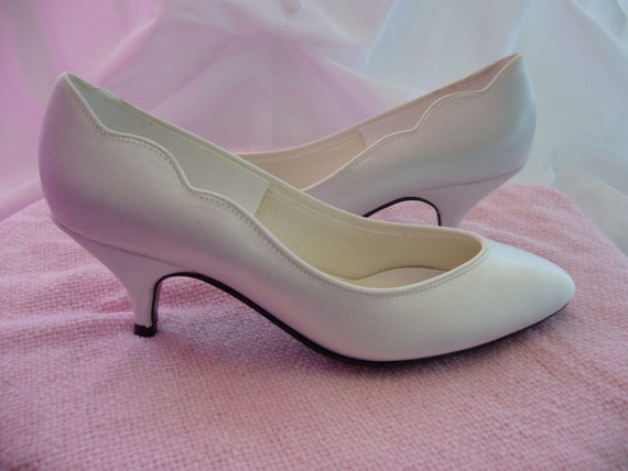 1980s White Bridal Wedding Short Heel Shoe Size 5